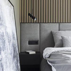Tapicerowany zagłówek - klasyczny czy nowoczesny? 10 pomysłów na łóżko do sypialni. Projekt KAEL Architekci. Fot. Rafał Chojnacki