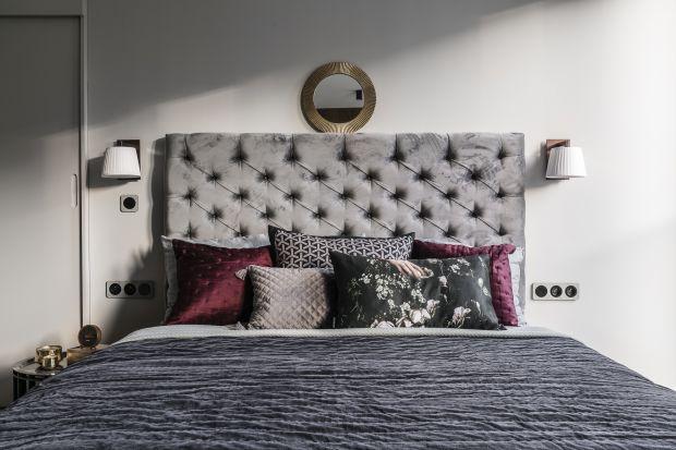 Tapicerowany zagłówek z pewnością zbuduje klimat w sypialni. Nowoczesny czy klasyczny - wybór należy do nas.