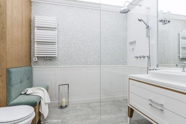 Każda, nawet najmniejsza łazienka może być urządzona jak salon. Tezę tę udowadniają projektantki z Pracowni Magma, które w niedużej łazience w bloku zaaranżowały prawdziwy salonik kąpielowy.