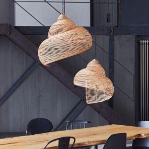 rattanowe lampy w kształcie muszli ślimaków. Fot. Beaumonde