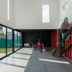 Container House to projekt architektów z pracowni José Schreiber Arquitecto w Argentynie. Zdjęcia: Ramior Sosa. Źródło: https://www.arquimaster.com.ar/