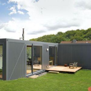 Containerlove - dom z kontenerów morskich zaprojektowany przez pracownię  LHVH Architekten z Niemiec. Zdjęcia: Tomas Riehle. Źródło: https://lhvh.de/