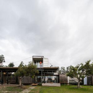 Shipping Container House - za tym projektem stoją Daniel Moreno Flores i Sebastian Calero. Zdjęcia: Lorena Darquea Schettini. Źródło: http://proyectosdanielmorenoflores.blogspot.com/