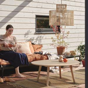 Wygodne i zadbane meble to podstawowy element, bez którego trudno o wypoczynek na tarasie, balkonie czy w ogrodzie. Fot. Tikkurila