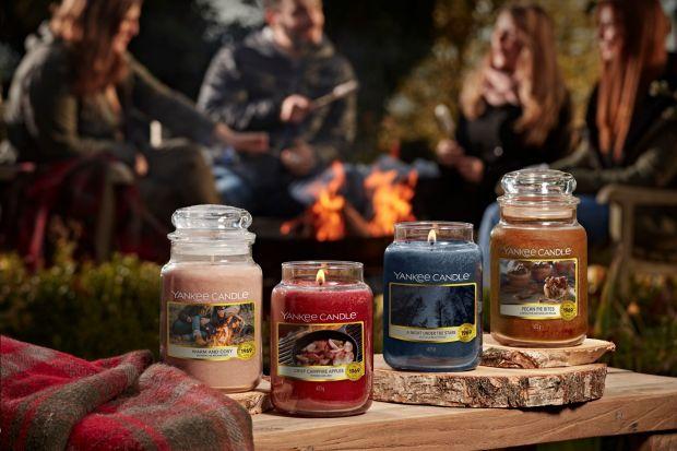 Noce coraz cieplejsze, a wieczory w salonie czy na tarasie stają się prawdziwą przyjemnością. Żeby podkreślić ciepłą atmosferę polecamy pachnące świece!