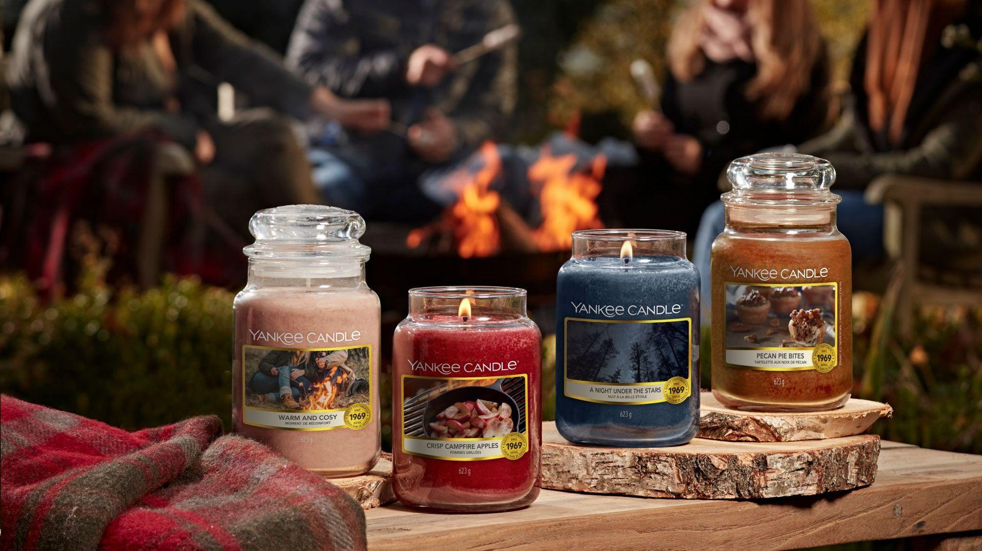 Kolekcja Campfire Nights zaprasza do spędzenia letnich wieczorów z rodziną i przyjaciółmi pod rozgwieżdżonym niebem. Fot. Yankee Candle