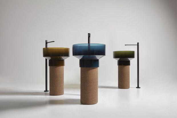 Antonio Lupi i jego rodzinne studio antoniolupi od zawsze słynęliz innowacyjnych, odważnie patrzących w przyszłość projektów do łazienek. Nie inaczej jest tym razem! Ich najnowszy projekt - kolekcja umywalek - łączy supernowoczesną żywicę