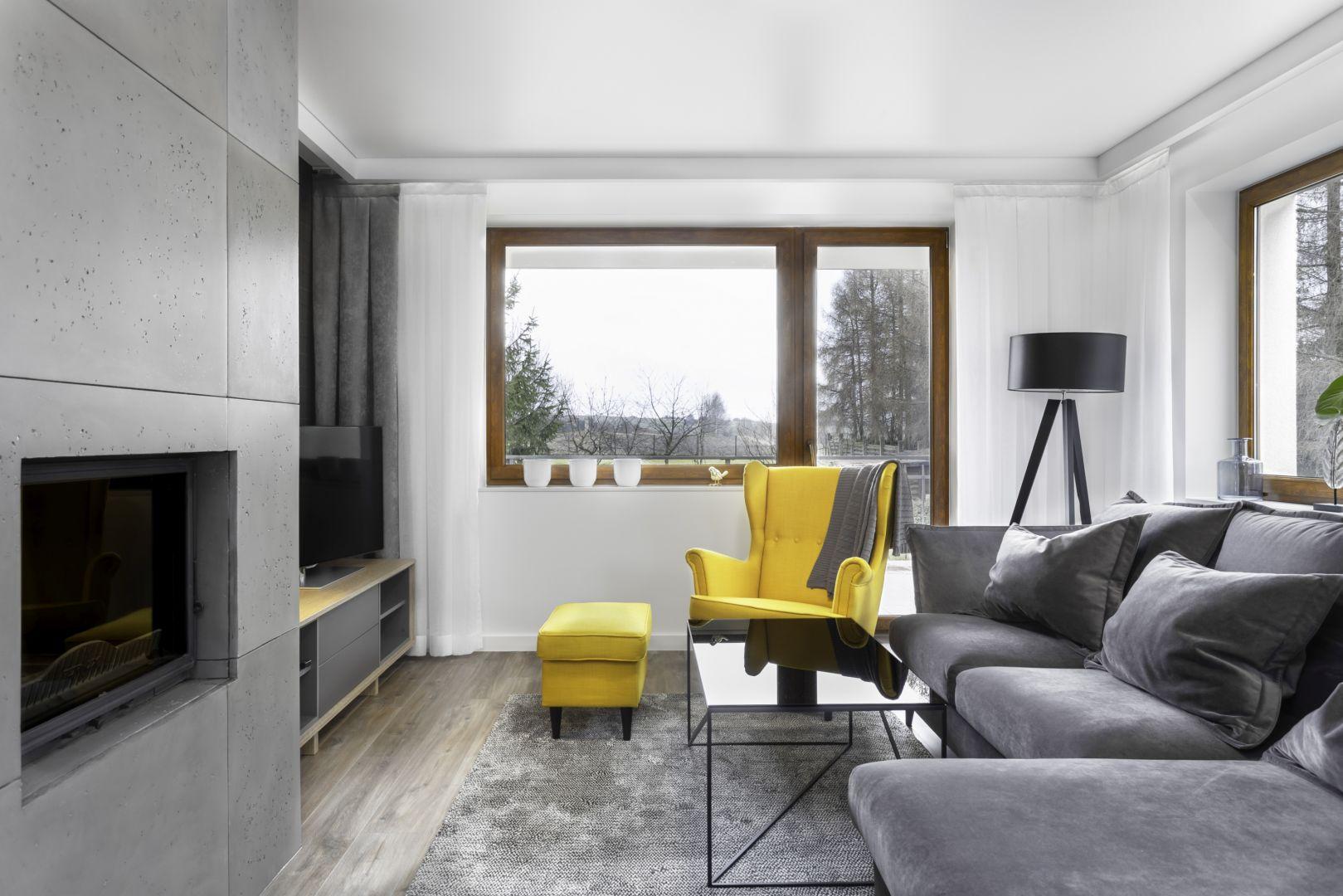 Żółty fotel typu
