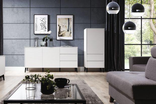 Meble do salonu utrzymane w nowoczesnym stylu wyróżniają się wyjątkową lekkością za sprawą prostej, minimalistycznej formy oraz wykończenia powierzchni w lśniącej bieli, która niezmiennie cieszy się ogromną popularnością.