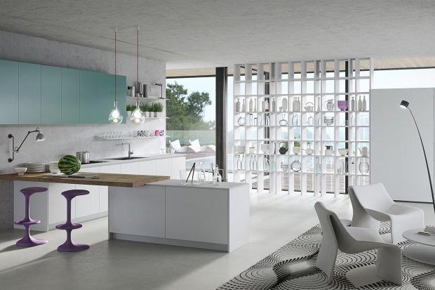 Współczesny design, niezbędne objętości, delikatne materiały i kolory sugerujące świeżość: kuchnia Karan, zaprojektowana przez Karima Rashida dla Rastelli, jest zaproszeniem do cieszenia się najbardziej rodzinnym miejscem domu, ubraną w pięk