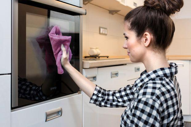 Ściereczki z mikrofibry sprawdzają się w każdych warunkach niezależnie od tego, czy użyjesz ich na sucho, czy na mokro. Zapewniają wyjątkowy komfort i efektywność czyszczenia, a ich stosowanie nie wymaga dodatkowych detergentów.