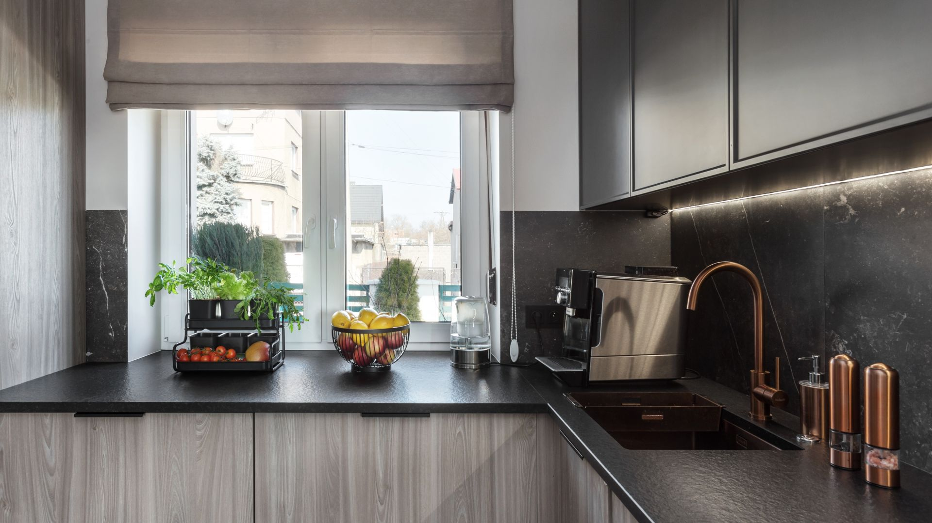 Jakie uchwyty sprawdzą się w modnej kuchni? Dobre pomysły, świetne zdjęcia. Projekt Katarzyna Maciejewska. Fot. Dekorialove