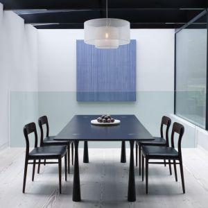 Eteryczna lampa wisząca ETOILLE wykonana jest z delikatnej metalowej siatki. 4.200 zł. CTO Lighting/Mood Design