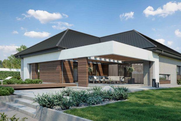 To projekt domu w nowoczesnej odsłonie z ciekawym rozkładem pomieszczeń. Ma piękny taras oraz wygodny garaż na dwa samochody.