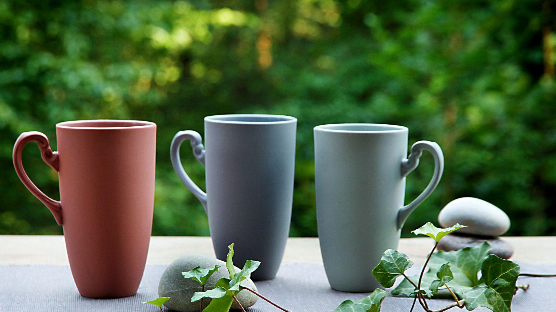 Kubki z kolekcji Nectar Ćmielów Design Studio dostępne w kilku kolorach. Cena: 56 zł/szt. Fot. Ćmielów