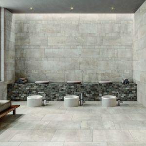 Prostokąty 30x60 cm i 30x90 cm z powodzeniem sprawdzą się zarówno na ścianach, jak i na podłodze – np. w cegiełkowym układzie korzystającym z tego samego formatu. Cena: ok. 202 zł/m2 (rozmiar płytki 30x60 cm). Fot. Villeroy & Boch