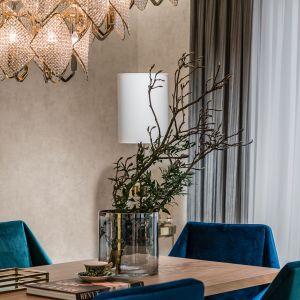 Pełen klasycznej elegancji, odważnej kolorystyki i kradnących spojrzenia, stylowych detali apartament budzi niekwestionowany zachwyt. Projekt Joanna Safranow. Foto. Fotomohito