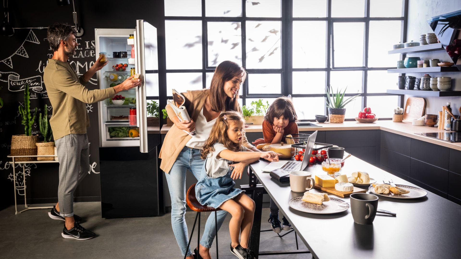 Lodówki Fresh System pozwolą mieć  produkty spożywcze zawsze pod kontrolą. Szereg funkcji, takich jak FreshOn, VitControl, FreshZone czy AirFlow pozwoli zachować świeżość produktów na dłużej. Od 1.699 zł, Amica