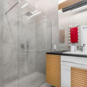 Prysznic bez brodzika sprawdzi się zwłaszcza w małych łazienkach. Proj. arch. Joanna Rej. Fot. Pion Poziom