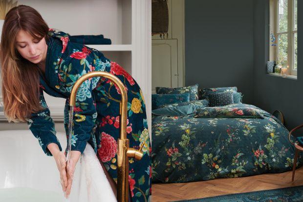Pościel, poszewki, pledy, a nawet ręczniki i szlafroki w cudnych wzorach i głębokich kolorach. Taką sypialnię to my rozumiemy!