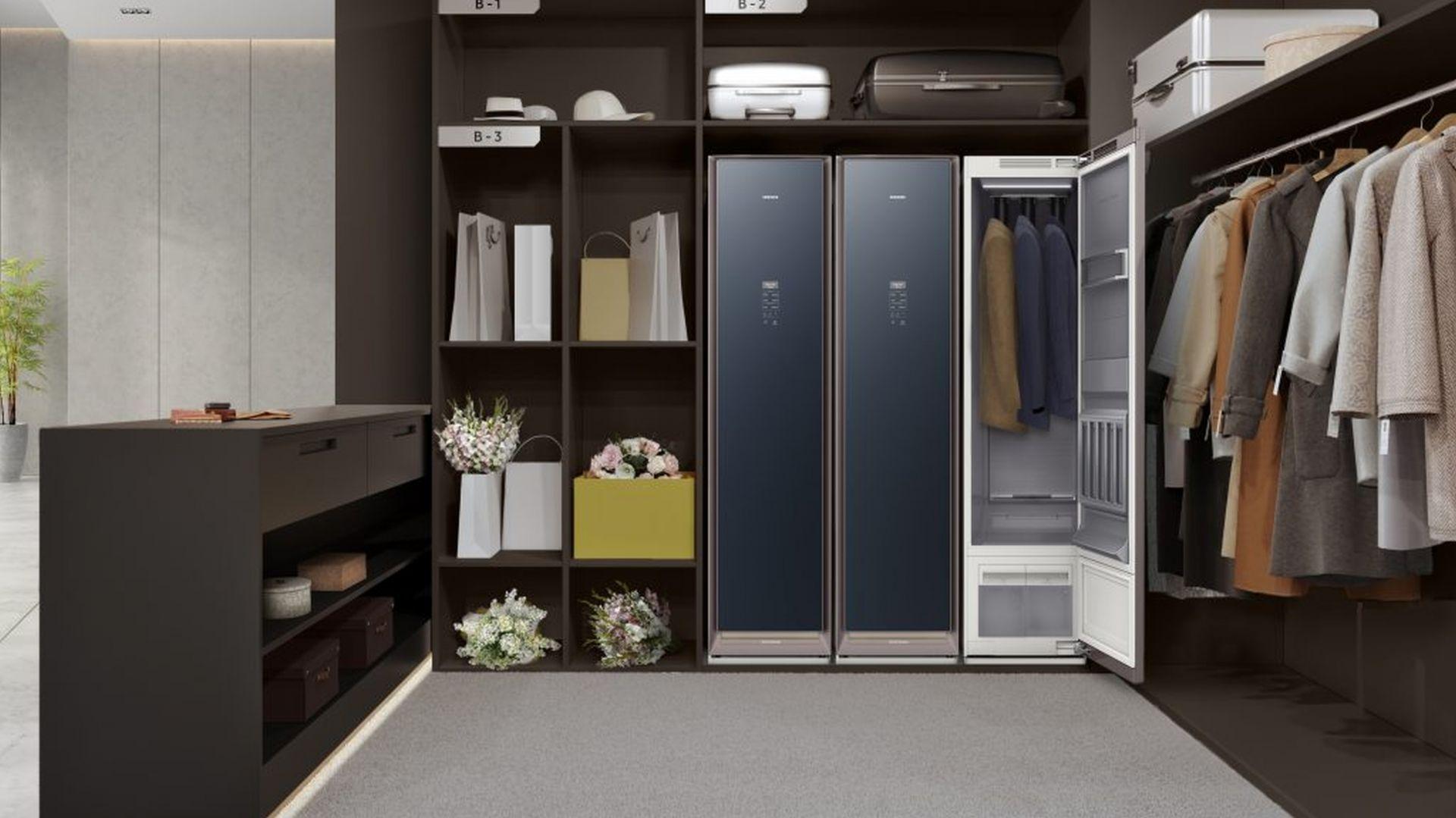 Wystarczy otworzyć drzwi AirDresser i uruchomić funkcję funkcje RoomCare, aby zapachy i wilgoć zostały pochłonięta przez szafę. Cena 8.999 zł Fot. Samsung