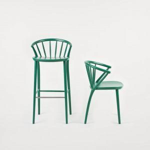 Krzesło Sudoku - charakterystycznym elementem jest wachlarzowate ułożenie prętów w oparciu. Krzesło występuje w wersji twardej (buk) oraz tapicerowanej w tkaninie lub skórze. Od 887 zł, Paged/Euforma.pl
