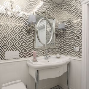 W tej łazience strefę umywalki urządzono bardzo stylowo i klasycznie. Ciekawie prezentuje się umywalka i szafka. Projekt: Edyta Niwińska. Fot. Bartosz Jarosz