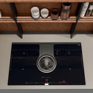 Otwarte półki są nie tylko dekoracyjne, ale i funkcjonalne. Fot. ARAN Cucine Penelope