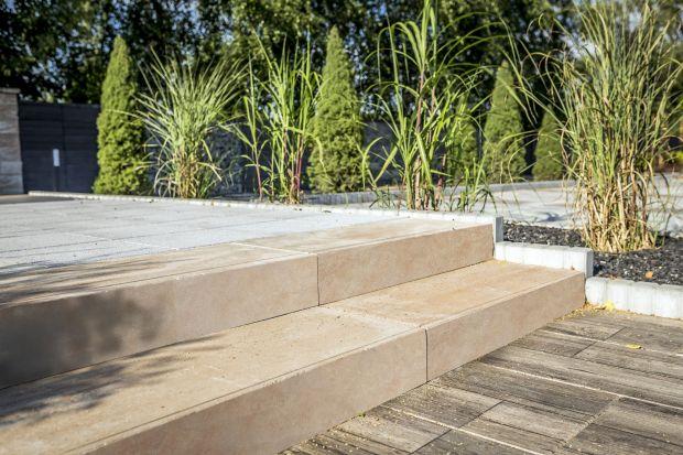 Z prefabrykatów betonowych można dziś stworzyć kompletną i funkcjonalną aranżację ogrodu. Ich wybór jest tak szeroki, że buduje się z nich nie tylko nawierzchnie.<br /><br />