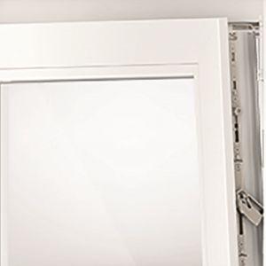 Roto NX - Uchylone okno zabezpieczone przed wyważaniem fot. Roto.