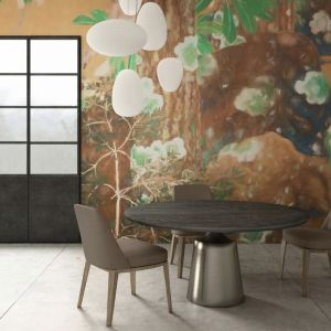 Projektanci postawili na stonowaną paletę barw: szarości, biele, granaty, błękit oraz szlachetne złoto. Fot. Glamora