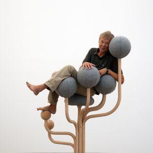Krzesło Globe Garden wygląda bardziej jak instalacja artystyczna niż mebel, ale w rzeczywistości jest bardzo wygodne! To część projektu Globe Concept, kosztuje ok. 20 tys. zł/Globeconcept.se. Projekt: Peter Opsvik