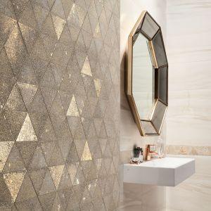 Dekoracje w stylu glamour widoczne są również w kolekcji Sheen Macieja Zienia, w skład której wchodzą aż trzy mozaiki ścienne. Sheen gold stanowi propozycję w kształcie heksagonu, z efektem przygaszonego złota. Sheen Gold - 69,99 zł/szt.