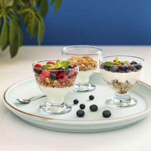 Trend Glass to nowe kolekcje składające się ze szklanek, talerzy, miseczek, dzbanków, karafek, pucharków do deserów oraz produktów dekoracyjnych, takich jak wazony i świeczniki na tealighty.  Cena: od 10 do 14 zł.