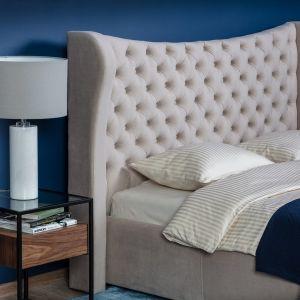 Łóżko tapicerowane Lancaster marki Comforteo. Cena ok. 2.500 zł