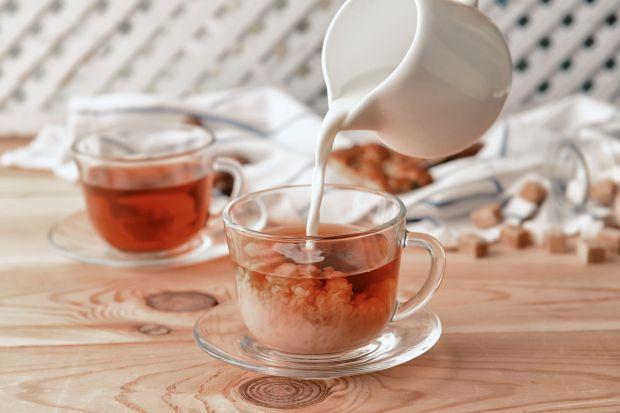 Sposób parzenie i serwowania herbaty Stać ją jednak na więcej, o czym dobitnie świadczą najnowocześniejsze trendy parzenia i serwowania.