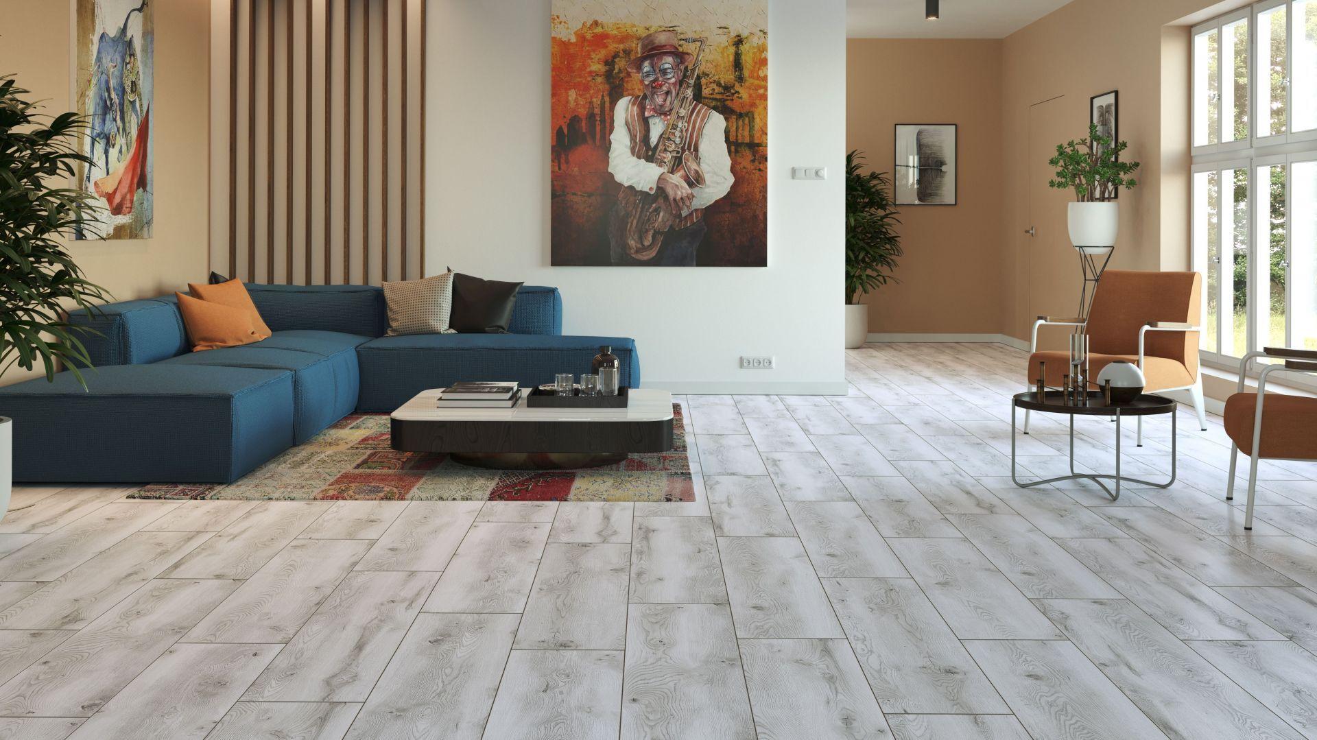 Kolekcja paneli Casa Corona to kilkanaście różnych dębowych dekorów o wyczuwalnej strukturze. Na zdjęciu: dekor Dąb Marenati. Cena: od ok. 43 zł/m2. Fot. Classen