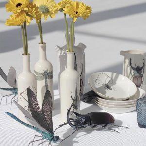 W kolekcji dostępne są też butelki pełniące funkcje np. wazonów. Fot. Micucci Interiors