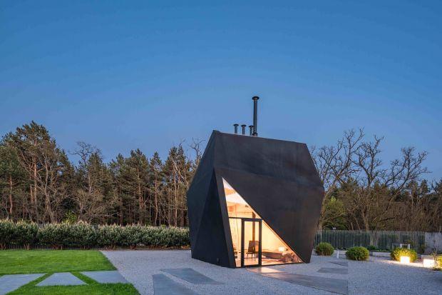 Sztuka origami stanowiła inspirację do powstania tego niesamowitego domu ogeometrycznej formie. Jego właściciel jest bowiem zafascynowany kulturą Japonii.<br /><br />