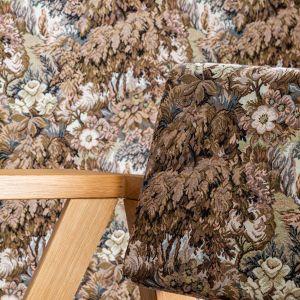 Długa tradycja wyrobu, wysoka jakość oraz dekoracyjność sprawiły, że gobeliny od wieków są wykorzystywane we wnętrzach – zarówno jako tkaniny meblowe, jak i materiał na zasłony, kotary, poduchy, abażury lamp i żyrandoli, a nawet dekoracje ścian. Na zdj. Tkanina Merano Dekoma Weronika Trojanowska