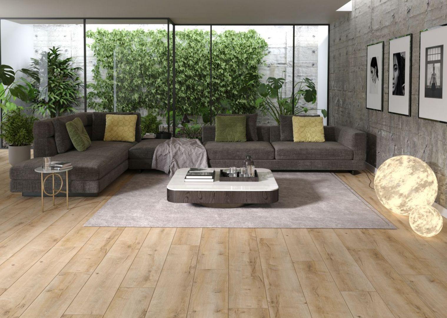 Mieszkanie zaprojektowane w duchu biophilic design staje się swego rodzaju ogrodem sensorycznym. Ważne są tu wszystkie wzrokowe i pozawzrokowe bodźce. Przestrzeń ma działać na każdy zmysł. Na zdjęciu: podłoga Arteo Dąb Connemara, ok. 67 zł/m2. Fot. Classen