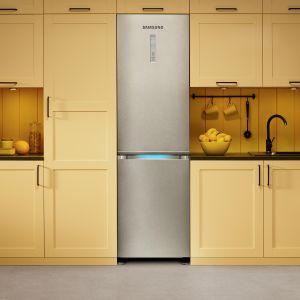 Modele Samsung Kitchen Fit™ idealnie wpiszą się w linię frontową mebli kuchennych, tworząc z nimi estetyczną, jednolitą powierzchnię.