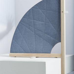 Produkt posiada autorski, prosty system nośny stojaka, a modułowe elementy są skonstruowane w taki sposób, aby każdy element zestawu dał się rozmontować, spakować na płasko lub wymienić w razie usterki. Fot. Bartek Sadoowski