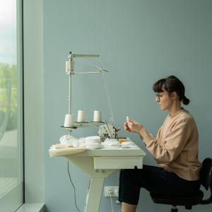 Projektanci, wykorzystując doświadczenie w pracy z tkaninami i ceramiką, stworzyli kolekcję, na którą składają się trzy produkty do pielęgnacji ciała.