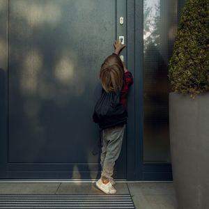 W przypadku drzwi wejściowych najważniejszym elementem antywłamaniowym jest oczywiście antywłamaniowy zamek. Fot. GU Polska