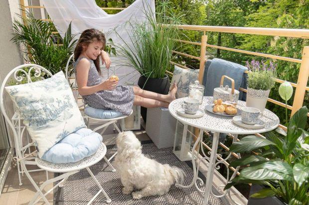 Długie, ciepłe wieczory zachęcają do spędzania czasu na balkonie czy tarasie. Znajdź czas, by jak najdłużej cieszyć się relaksem na świeżym powietrzu! Zaprojektuj swoją przestrzeń tak, by była nie tylko niepowtarzalna, ale też praktyczna.