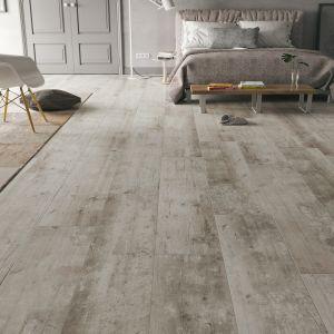 Panele podłogowe Villa 4V Świerk Gloria od RuckZuck stanowią piękną bazę wystroju sypialni. Cena 55,90 zł za mkw.