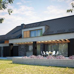 nowoczesnym projektem przestronnego domu z poddaszem użytkowym i z garażem. Nazwa projektu: Tenemona 2. Projekt wykonano w Pracowni Domy w zieleni