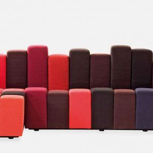 Pojedynczy moduł, z jakich składa się sofa Do-Lo-Rez inspirowany jest pikselem. Dowolnie zestawiany daje nieskończone możliwości kompozycyjne i przekształca moduł w strukturę. Projekt: Ron Arad dla marki Moroso. Cena: od ok. 65 tys. zł (za siedzisko o szer. 207 cm). Fot. Moroso