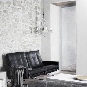 Sofa PK31 w stylu vintage. Projekt z 1958 roku. PK31 to kolekcja siedzisk wypoczynkowych, w której skład wchodzi fotel i sofy 2 i 3-osobowa. Projektant: Poul Kjaerholm dla Fritz Hansen. Cena: od ok.105 tys. zł (model 2-osobowy). Fot. Fritz Hansen